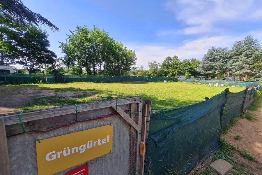 Hundespielplatz-Koeln-Gruenguertel-1